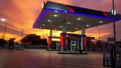 Ev Charging Outlets At Hp Petrol Stations Cesl Announces Partnership With Hpcl