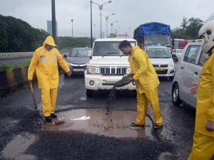 Sunflower Oil Could Make Potholes Obsolete — Is This The Solution For India's Broken Roads?