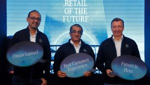 Mercedes-Benz Creates The Most Transparent Retail Experience
