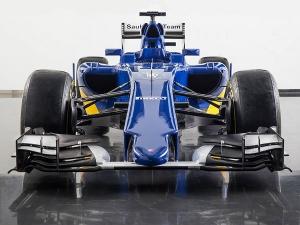 Video: Sauber Fires Up 2015 Formula One Car