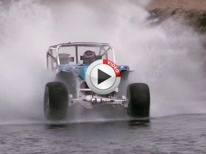 Video: Land Rover Hydroplanes In Iceland!