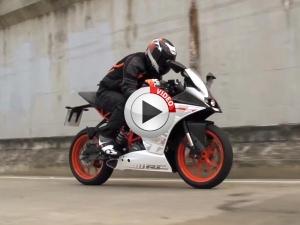 KTM RC 250 & Duke 250 Ride Through Busy Asian Roads
