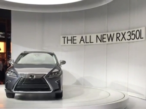 2017 Los Angeles Auto Show: Lexus RX L Revealed