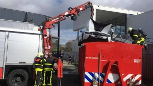 BMW i8 Catches Fire In The Netherlands; Firefighters Drop It Into Water Tank To Douse Flames
