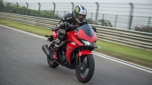 Hero Xtreme 200S First Ride Review � Sporty Commuter Now In A Slick Suit
