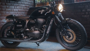 Jawa 42 Modified Into All-Black Cafe Racer — One Of The Classiest Customisations We Have Seen