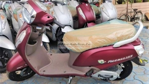 Suzuki Access 125 Special Edition in Matte Red Spotted