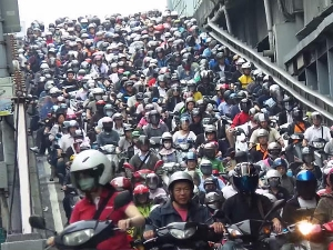 Taiwanese Scooter Traffic: How The Tide Comes In
