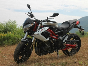 DSK Benelli Unleashes Its TNT 899; Review & Analysis
