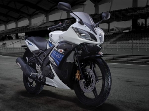 Yamaha YZF-R15 With 'Auto Headlamp On' Launched In India
