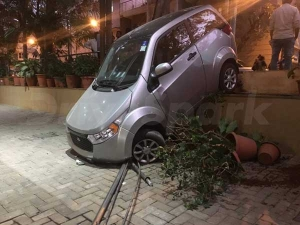 Charged Up Mahindra e2o Crashes In Bangalore — The Doomsday Dive?