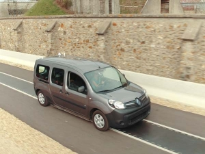 Renault Demonstrates Wireless Electric Car Charging On The Move