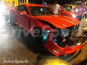 Brand New Ford Mustang GT Crashes In Bangalore — Devastating Damage Caught On Camera