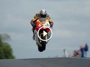 Unexpected Guest At The 2017 Isle Of Man TT Fights For Survival — Video