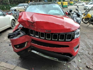 Jeep Compass Crashes In Bangalore   Shows Good Build Quality And Safety Features