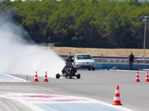 Man Hits 261kph Riding Rain Water Powered Rocket Trike — The Cleanest Way To Insanely Fast?