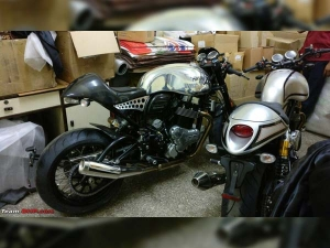 Spy Pics: Norton Commando And Dominator Spotted In India