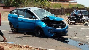 Speeding Tata Nexon Accident: Hits An Electric Pole — Passengers Escape Unhurt