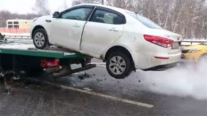 Video Of A Kia Rio Escaping From A Tow Truck In Russia Goes Viral — Funny Or Gutsy?