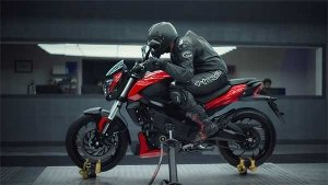 2019 Bajaj Dominar 400 TVC Reveals Two New Colours — Check Out The Video Here!