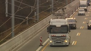 Germany Opens Electrified Highways To Charge e-Trucks On The Move!