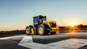 166kmph Makes This 1000Bhp JCB Tractor Fastest In The World — Guy Martin Suits Up