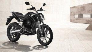 Pre-Book Motorcycles Via Amazon — Revolt Lists The RV 400 On The E-Commerce Platform