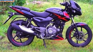 Bajaj Pulsar 125 With Split Seats & Sporty Graphics To Be Launched Soon