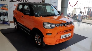 Maruti S-Presso Dual-Tone Paint Scheme Modified By Dealership: Check Out The Video Here!