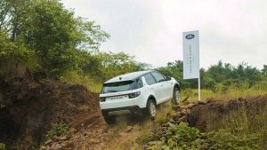 "Land Rover Off-Road Driving Experience: The ""Above & Beyond Tour 2019' Comes To Bangalore"