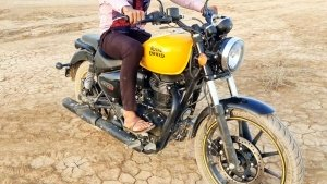 Royal Enfield Meteor 350 Spied With Yellow Tank, Twin Pod Cluster, & More: Spy Pics & Details