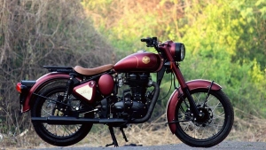 JEDI Customs Modifies A Royal Enfield Classic 350 Into A Retro Looking Motorcycle