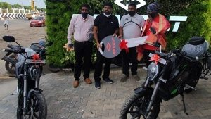 Revolt Starts Deliveries Of The RV300 & RV400 In Chennai And Ahmedabad