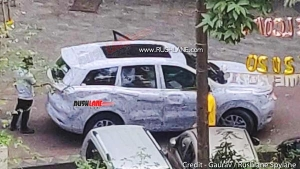 New-Generation Mahindra XUV500 Spied With Panoramic Sunroof & Other Features: Spy Pics & Details