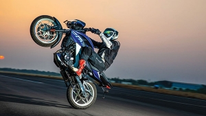 Bajaj Pulsar NS200 Sets New Indian Record For 'Fastest Quarter-Mile Wheelie': Watch The Record Attempt Here!