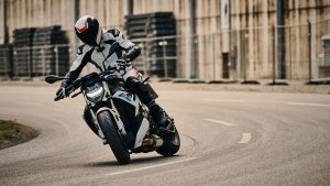 BMW S 1000 R India Launch Soon: The Perfromance Street-Naked Teased