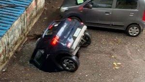 Car Falls Into Sinkhole At Mumbai Parking Lot — Hyundai Venue Sinks Within A Few Seconds