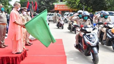 Hero Presents 100 Scooters To Gorakhpur PD