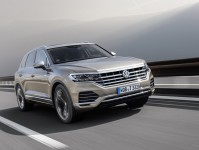 2019 Volkswagen Touareg Images